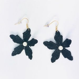 New! Vintage Black Flower Pearl Dangle Earrings